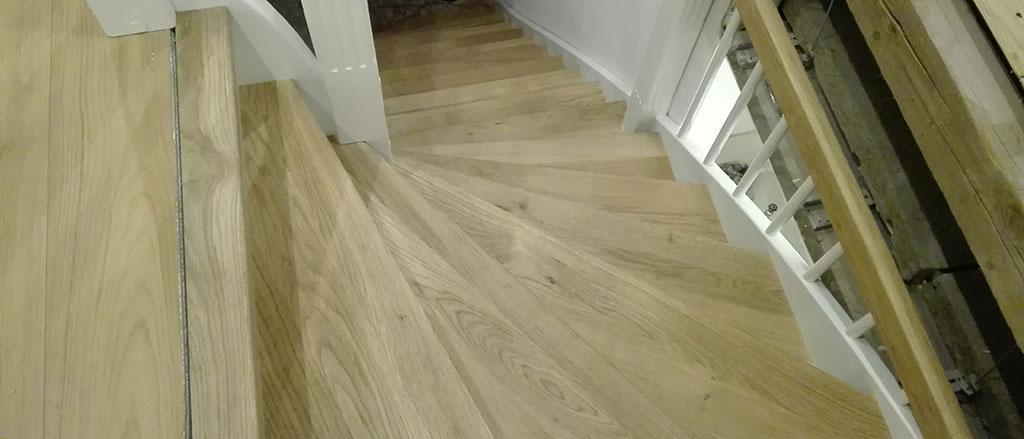 Holz für eine Treppenverkleidung