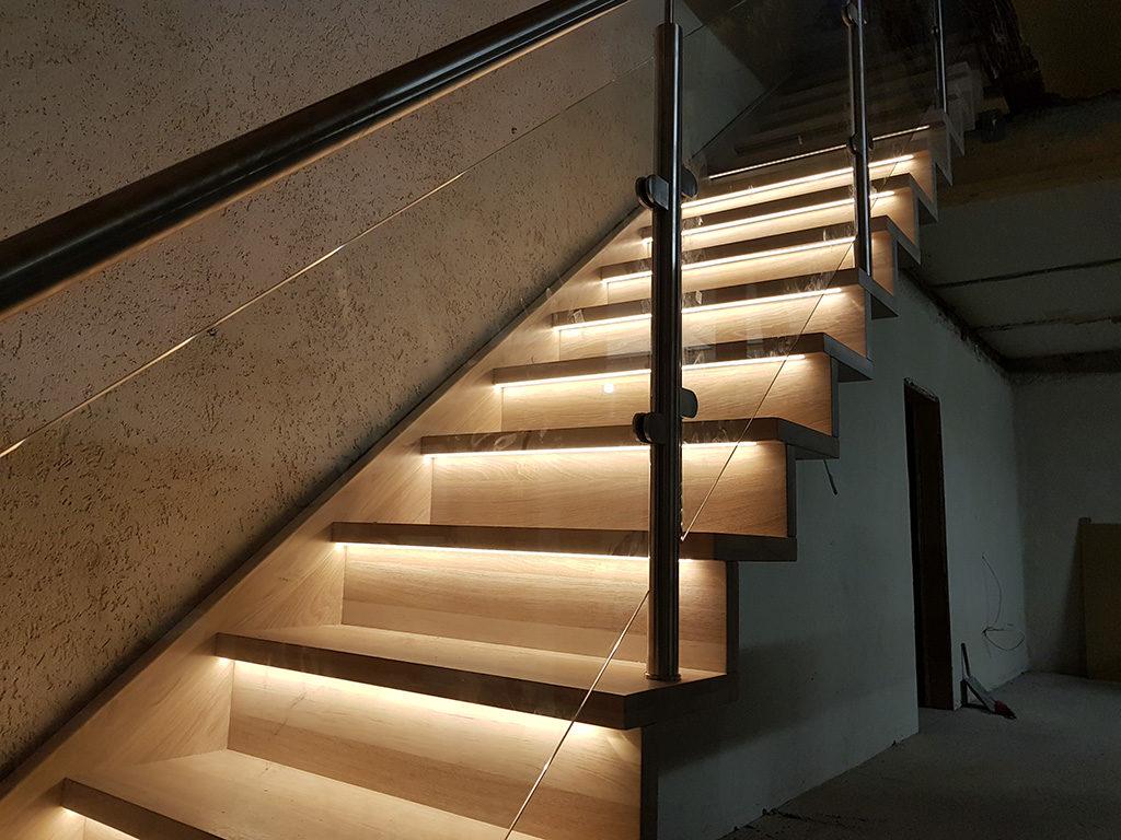 Hochwertige und sparsame Treppenbeleuchtung für innen und außen